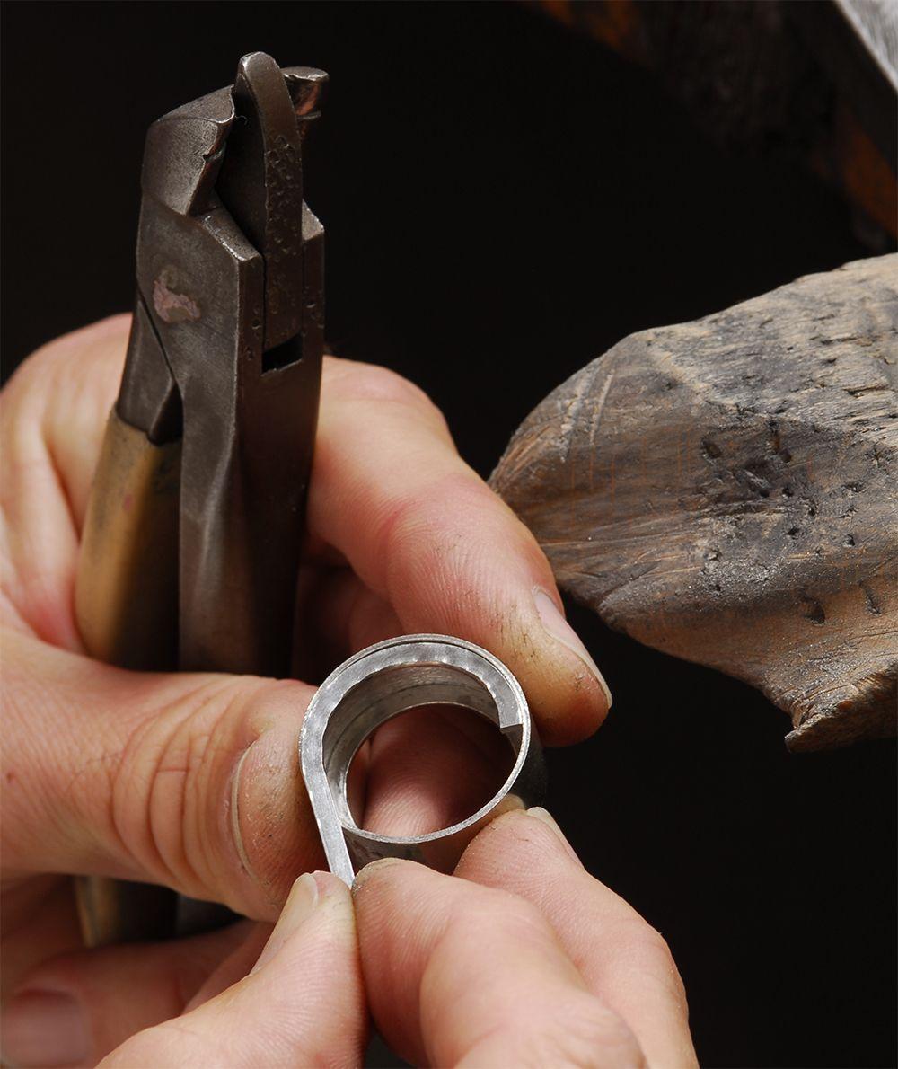 reparatur eines ringes in der goldschmiede von hestermann und sohn jpg